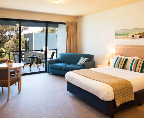 rooms chatby lane lorne accommodation on the great ocean. Black Bedroom Furniture Sets. Home Design Ideas